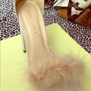 Selling some cream shoes